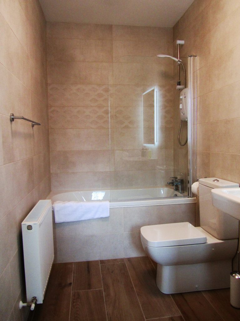 1 Ballynoe Mews Downstairs Bathroom